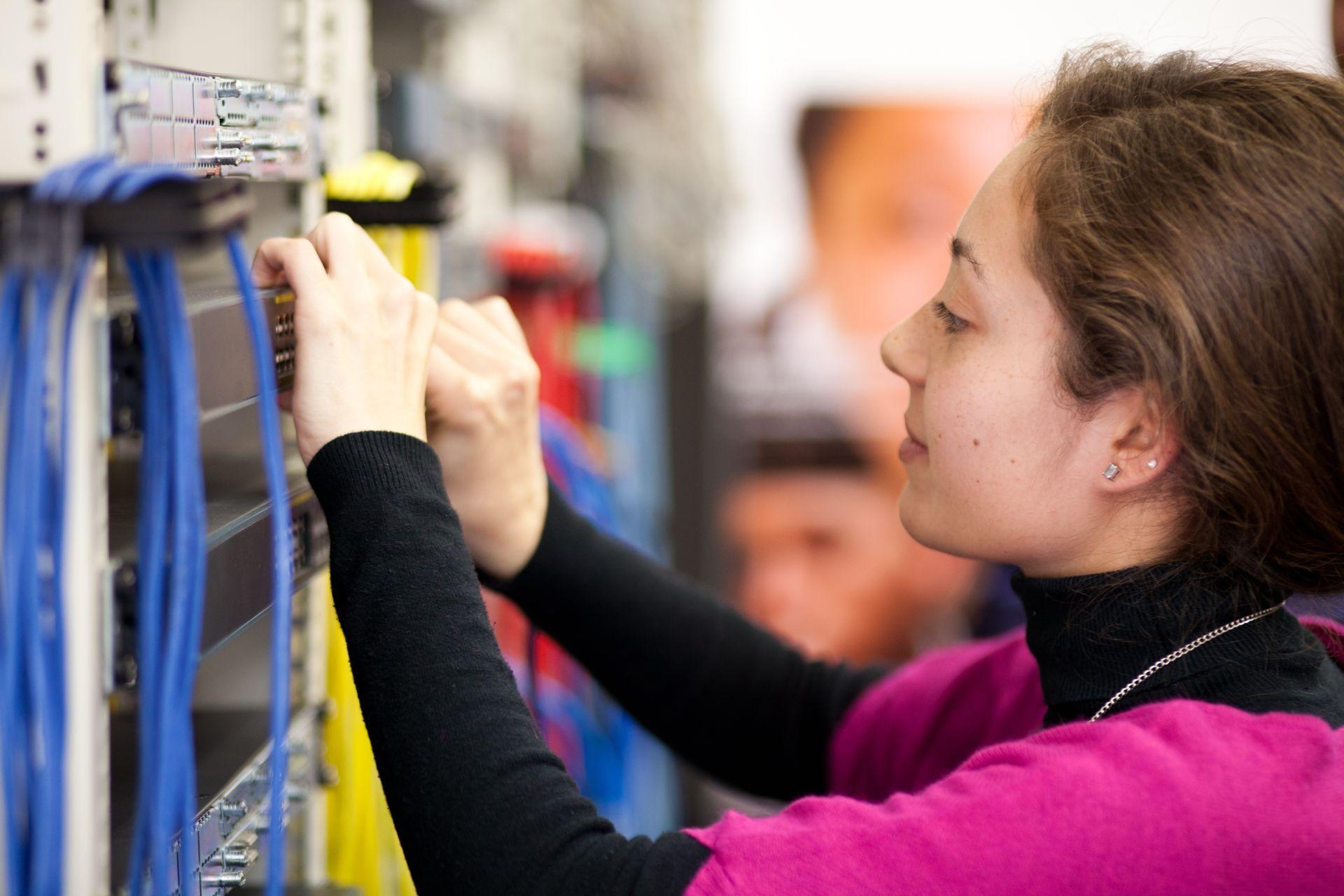 Zaposlitev na FE: Vodja sektorja za IKT